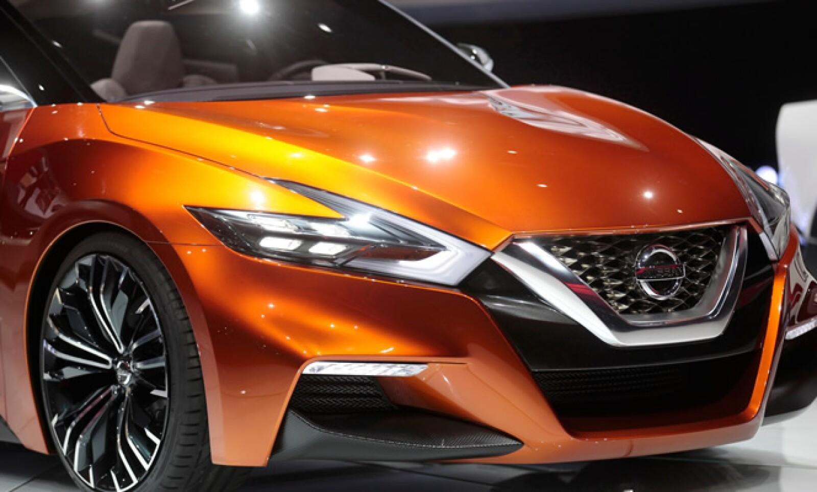 La iluminación en forma de boomerang también acentúa los diseños traseros de este vehículo.