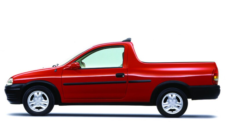La automotriz inició la venta del modelo pickup al final de 1996.