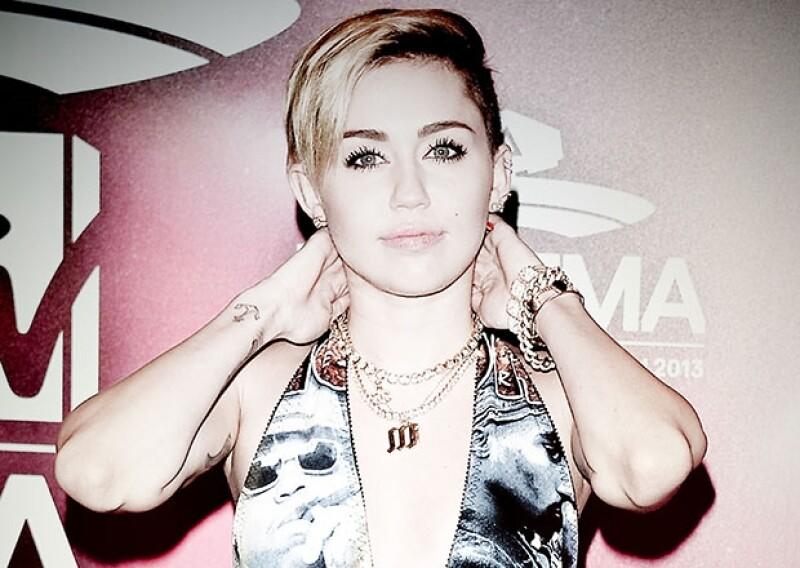 Han sido tantas polémicas que Miley ha causado con su personalidad que nos preguntamos si ahora que es mayor de edad tendrá más sorpresas por mostrar al público.