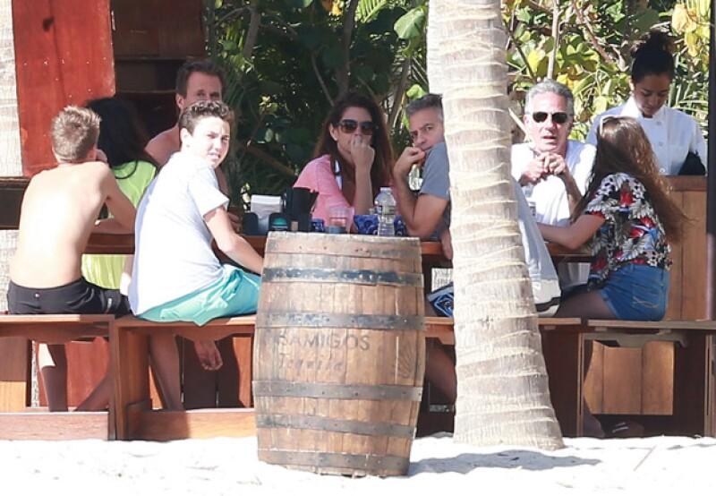 La pareja Clooney fue captada hace unos días en Los Cabos, y también disfrutaron de las playas.