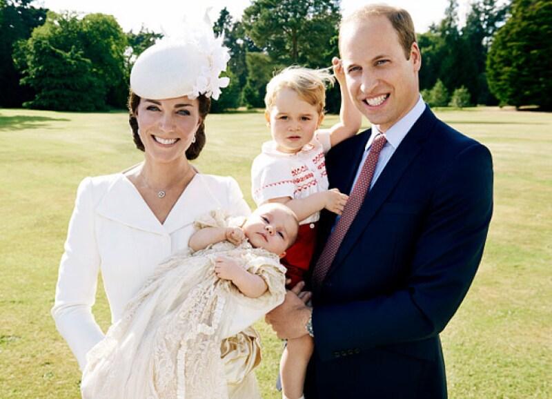 A unos años de su matrimonio, Kate Middleton dio a luz a baby George y año y medio más tarde a la princesa Charlotte.