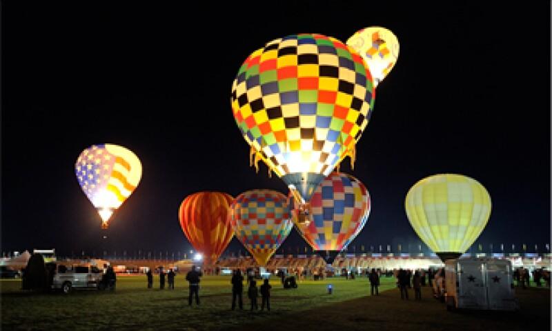 Globos aerostáticos de noche. (Foto: Cortesía.)