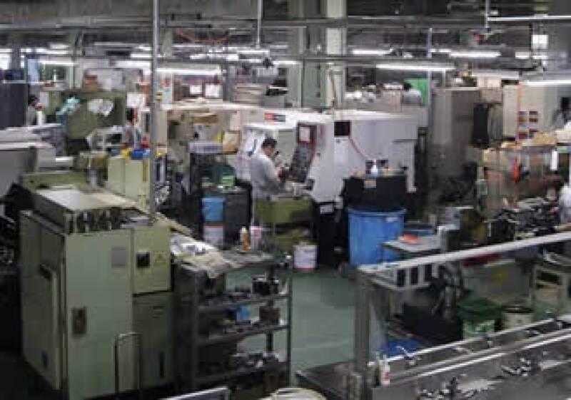 Planta de ASKK, empresa fabricante de máquinas de alta precisión que optó por reducir las horas de trabajo de su personal para evitar despidos, un recurso muy popular en Japón (Foto: AP).