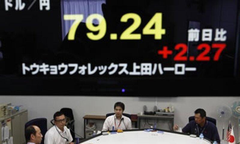 Japón teme que el alza en su moneda descarrile su recuperación económica. (Foto: AP)