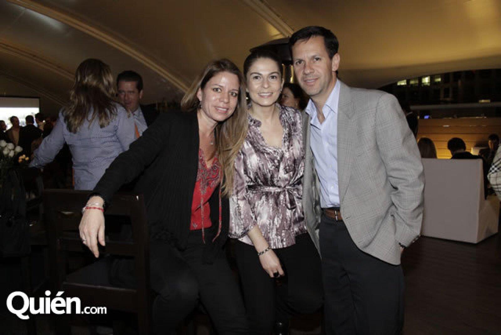 Claudia Velázquez y Claudia y Fernando Velasco