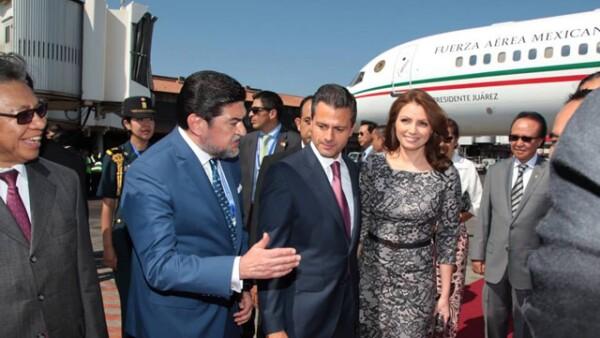 Enrique Peña Nieto y Angélica Rivera a su llegada al Aeropuerto Internacional de Bali.