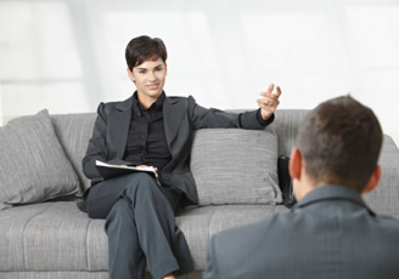 Al asistir a una entrevista de trabajo, los hombres deben vestir traje y las mujeres, en su caso, evitar el exceso de maquillaje. (Foto: Photos to go)