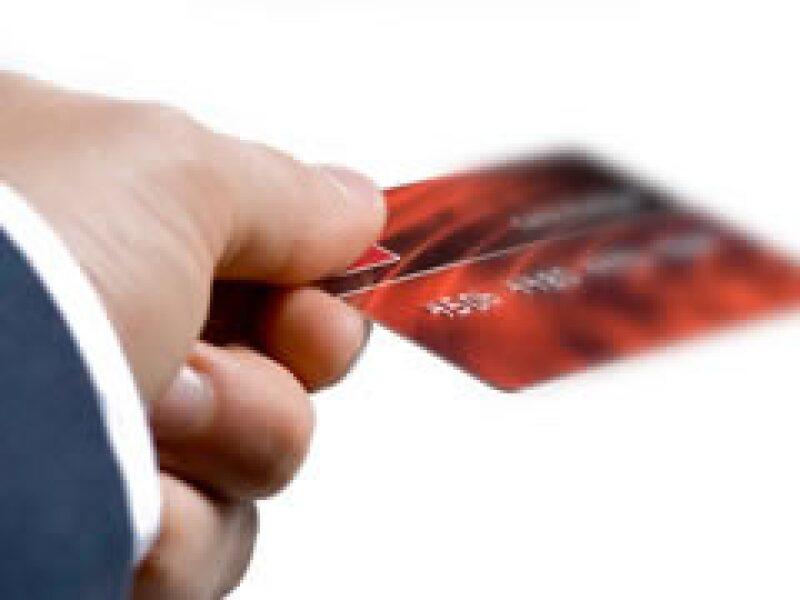 Los bancos buscan evitar incumplimientos en las deudas de las tarjetas de crédito. (Foto: Archivo)