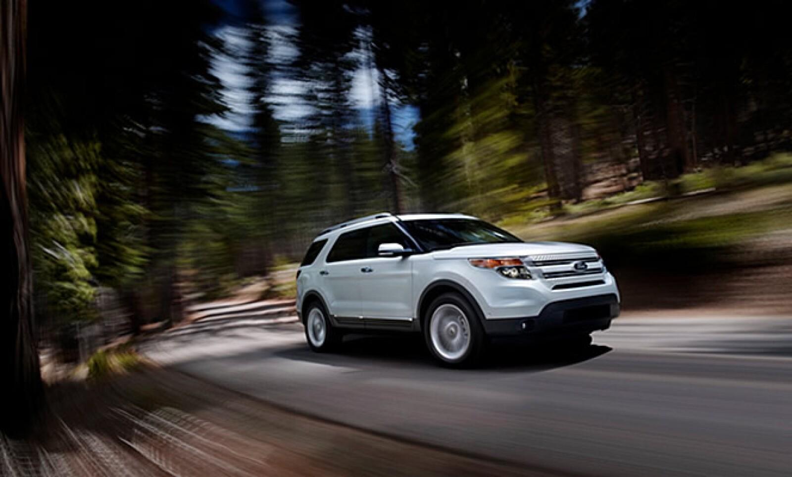 La firma presentó la nueva Explorer 2011, una camioneta con líneas musculosas y superficies que recuerdan al modelo Taurus, también de la empresa automotriz.