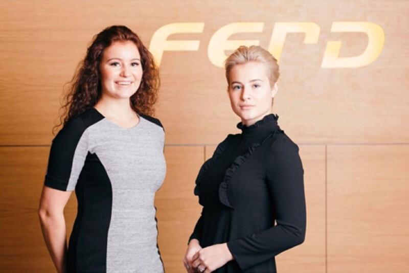 Alexa tiene 1.2 billones de dólares, y su hermana Katharina está bastante cerca de esa suma.