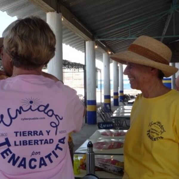 apoyo de extranjeros a desalojados en playa