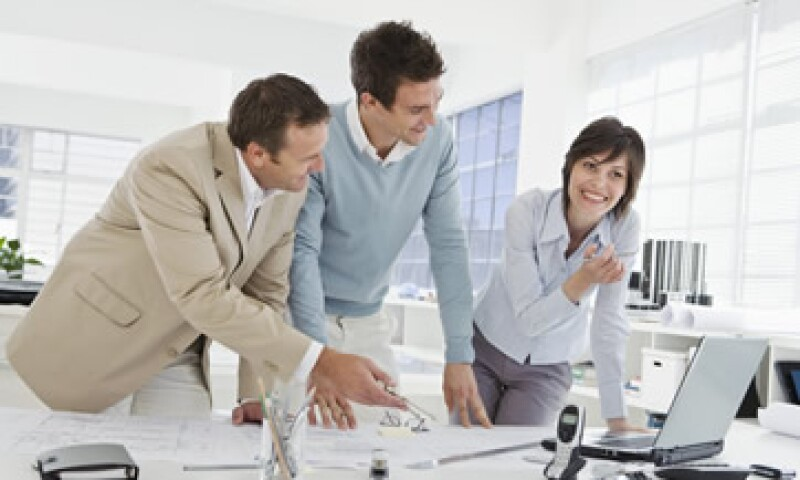 Para conservar tu empleo, debes aportar a tu empresa un valor extra. (Foto: Thinkstock)