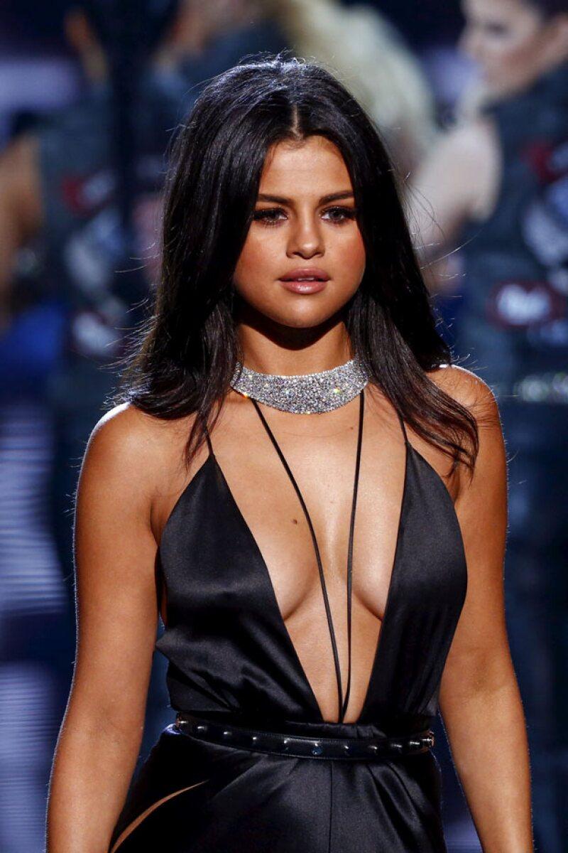 La cantante dijo que se relajó al pensar que no recaía en ella toda la atención del desfile, sino en las modelos.