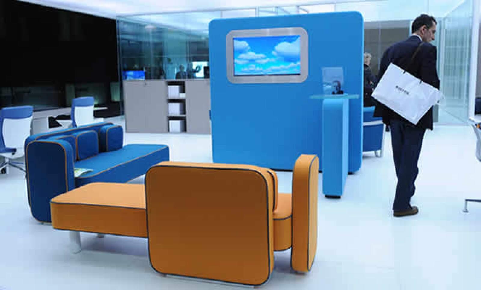 En la línea de muebles no pudo faltar el color azul.