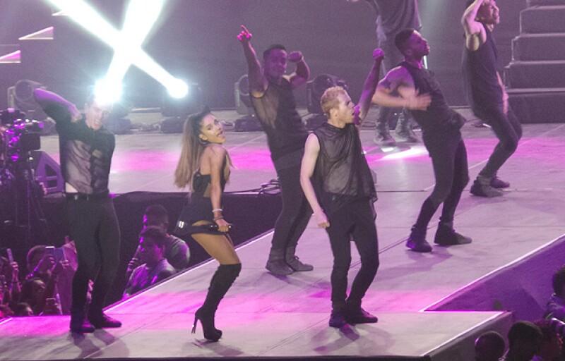 Euforia, aplausos y muestras de cariño fue lo que dejó el concierto de la joven artista el domingo en el Palacio de los Deportes, siendo ésta su única fecha en el país.