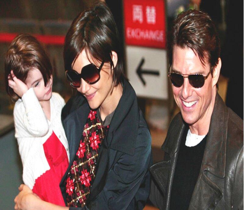 Katie Holmes anunció que se divorciaba de Tom Cruise, trascendió, por seguridad de la pequeña Suri.