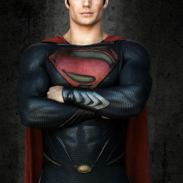 Henry como el poderoso Superman en la película Man of Steel.