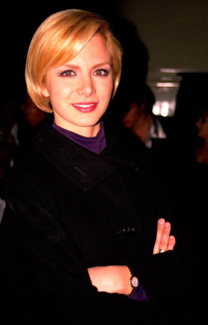 En el 2007 optó por pelo corto y un tono muy claro.