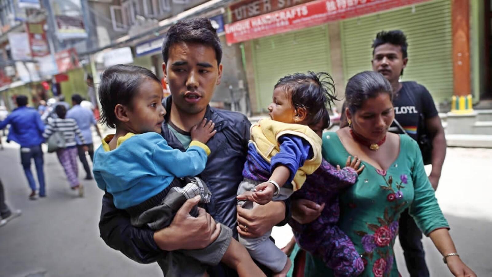 Nepal familia sismo mayo