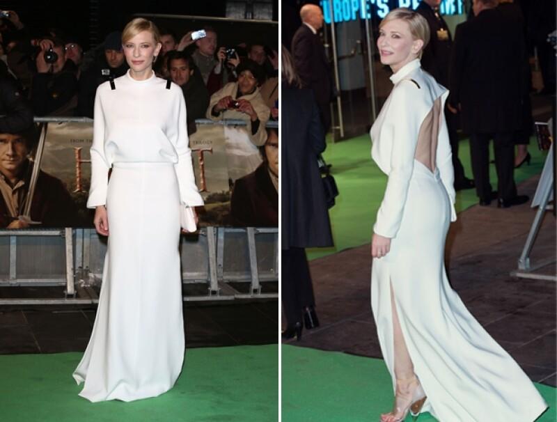 Cate Blanchet eligió un vestido blanco con un espectacular escote en la espalda.