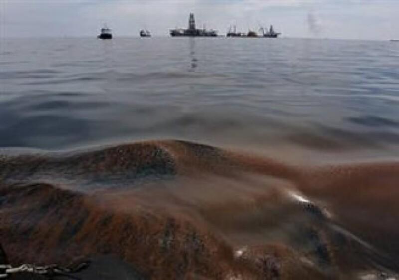 Una explosión en una plataforma de BP causó en derrame que amenaza con provocar un desastre ecológico. (Foto: Reuters)