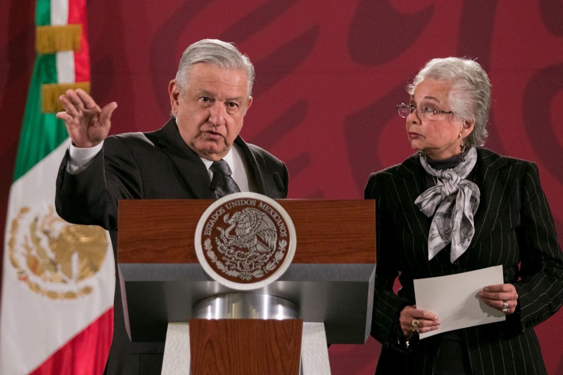 Andrés Manuel López Obrador, presidente de México, y Olga Sánchez Cordero, secretaria de Gobernación, durante la conferencia.