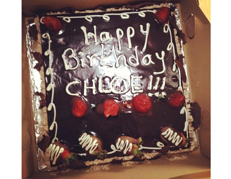 Chloe compartió esta foto de su pastel.