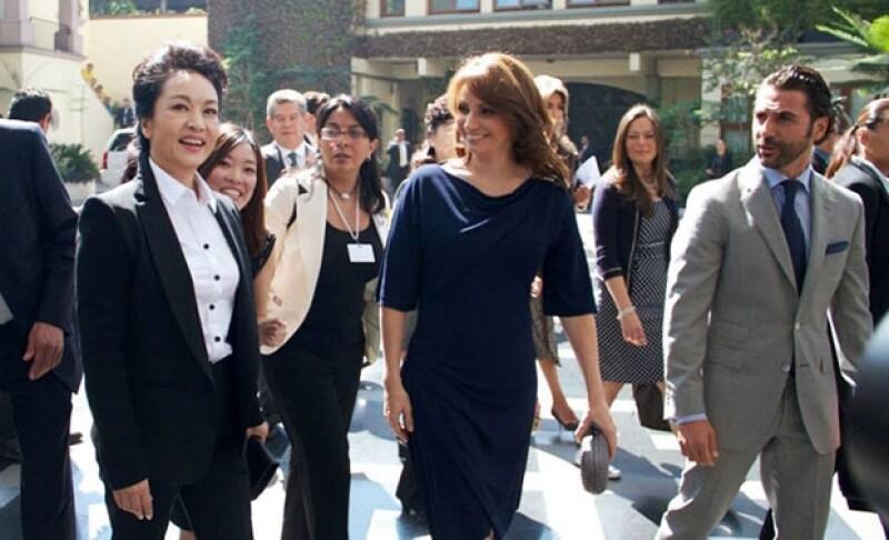 Uno de los momentos que más ha causado controversia durante su periodo como primera dama ha sido la visita a las instalaciones de Televisa junto a Peng Liyuan, esposa del primer mandatario chino.