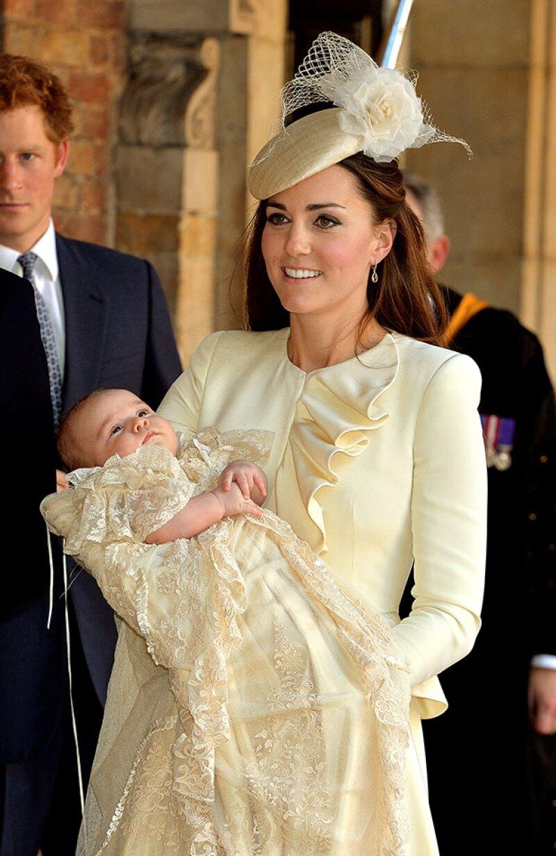 Así se dejó ver Kate Middleton en el bautizo de su hijo en 2013.