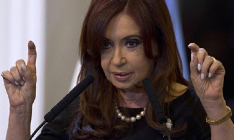 Argentina, gobernada por Cristina Fernández, necesita aliados como Brasil, tras alarmar a inversores con la expropiación de YPF, dice el analista Rafael Cortez. (Foto: AP)