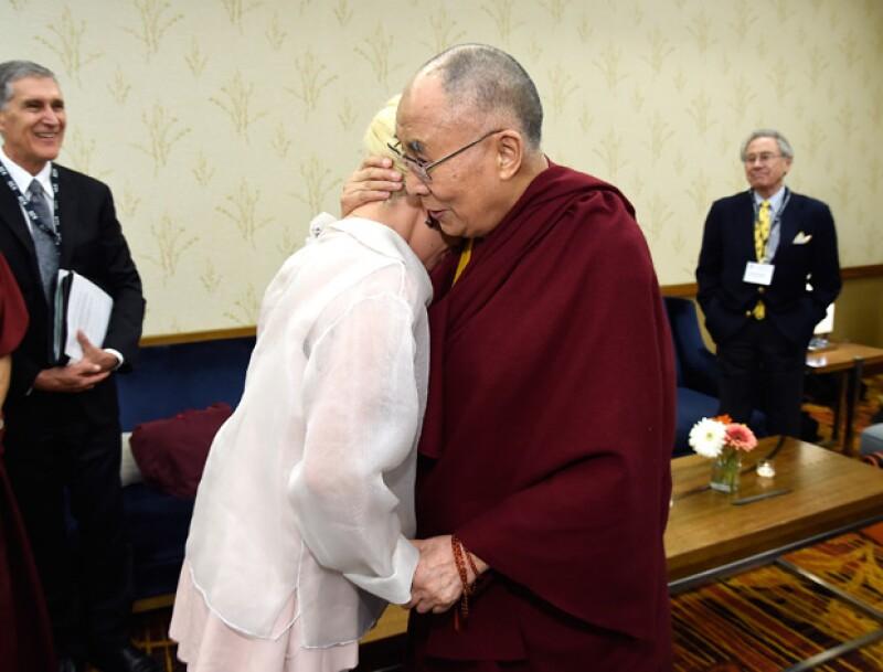 Parece que la cantante ha perdido varios fans luego de que conociera al líder budista esta semana. ¿Pero qué tiene de malo?