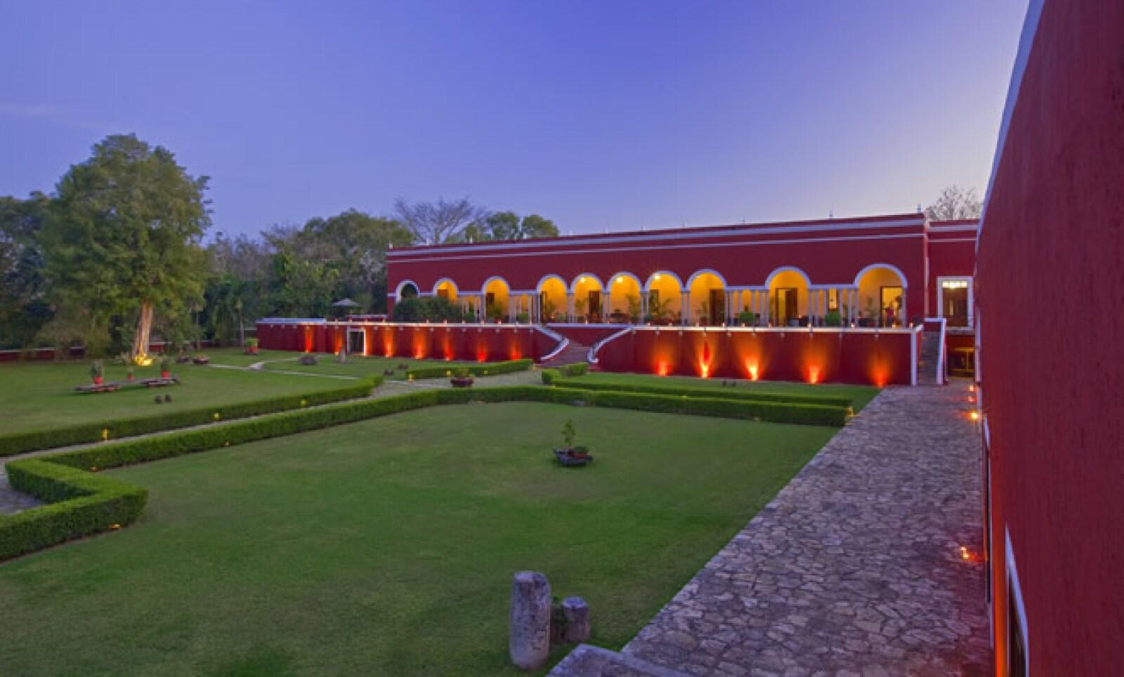 Rodeada de reservas naturales y joyas arqueológicas, la hacienda Temozón data del siglo XVI y recientemente fue restaurada por el grupo Starwood Hotels.