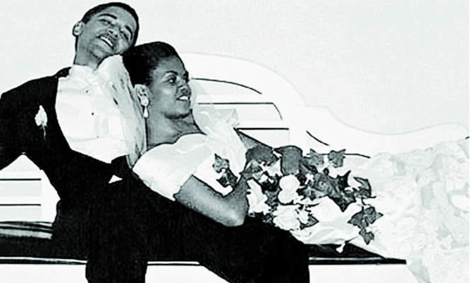 Se casaron el 3 de octubre de 1992 y es ella, a quien él llama cariñosamente Mi Roca, quien da las órdenes y lo obliga a mantener los pies sobre la tierra.
