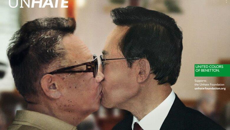 El tema central de estos anuncios es el beso, un símbolo de amor, entre líderes antagónicos de la política y la religión en el mundo.