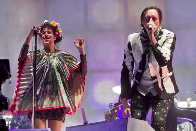El extravagante grupo canadiense deleitó por más de una hora a sus fans quienes esperaban con ansia su presentació en el festival.