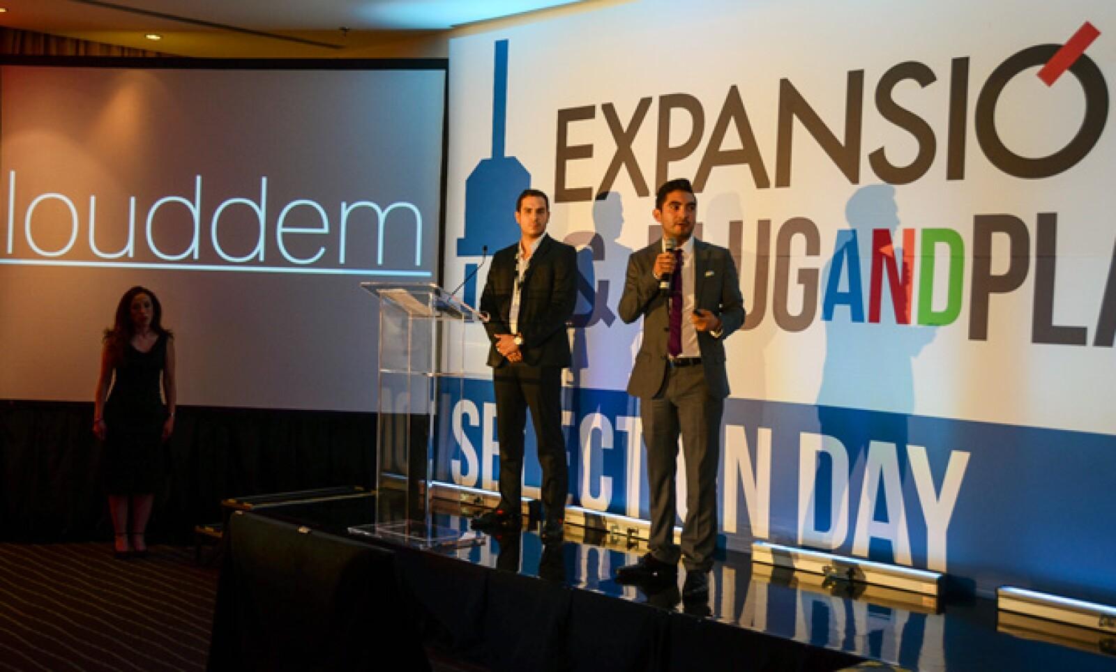 Pablo Castelo y Alfonso Romero crearon un conmutador virtual con funcionalidades de call center 24 horas.