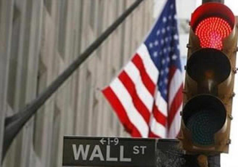 Los reguladores en EU frenarán las caídas de las acciones para evitar colapsos en el mercado. (Foto: Reuters)