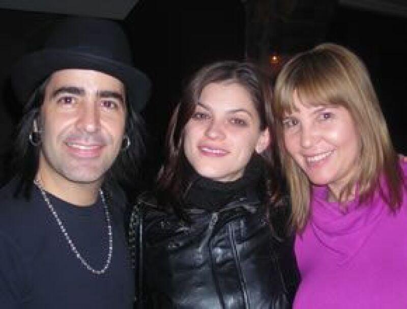 Alex, Irene Azuela, y la esposa del músico.
