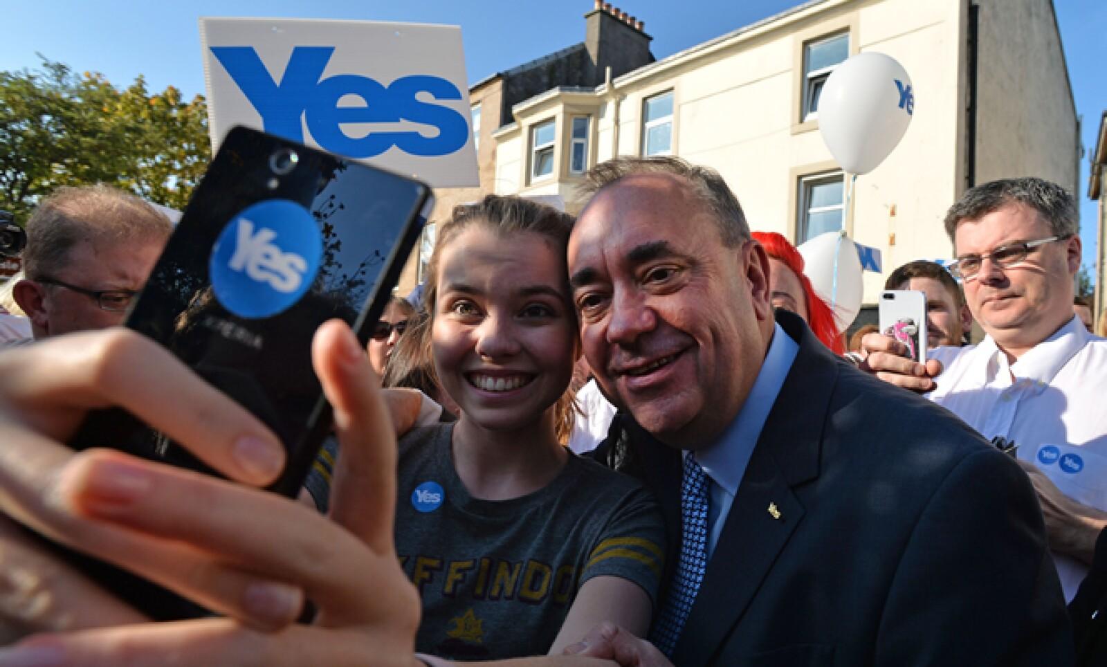"""El primer ministro escocés, Alex Salmond, y promotor de la independencia dijo: """"Levántense el viernes por la mañana para el primer día de un país mejor""""."""
