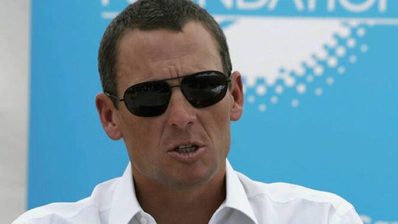 El ciclista multicampeón, Lance Armstrong, donó 250,000 dólares en conjunto a su fundación LiveStrong.