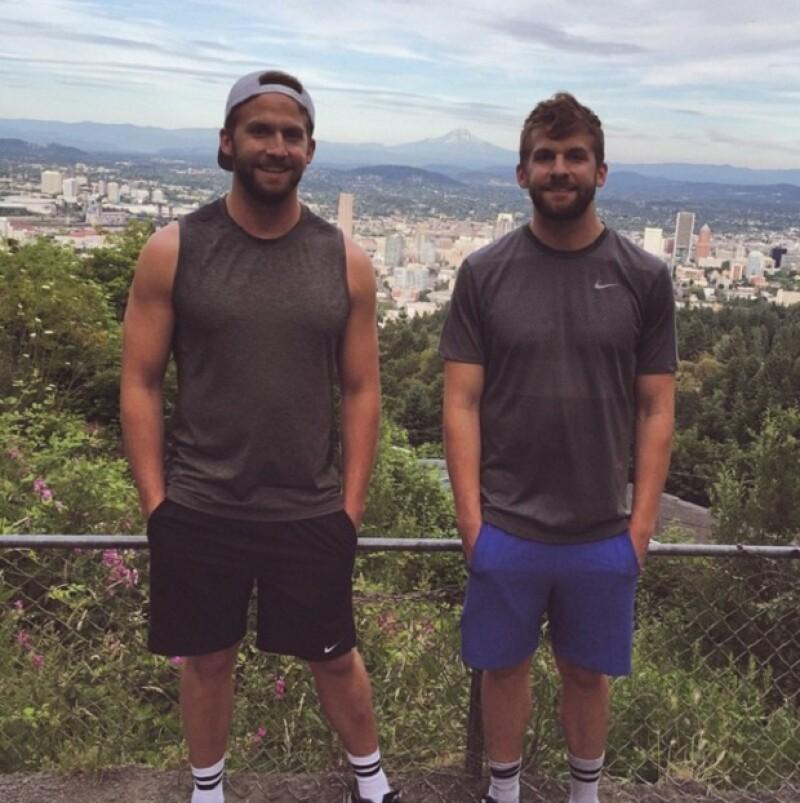 Los hermanos son empresarios y se encuentran en un viaje por Europa.