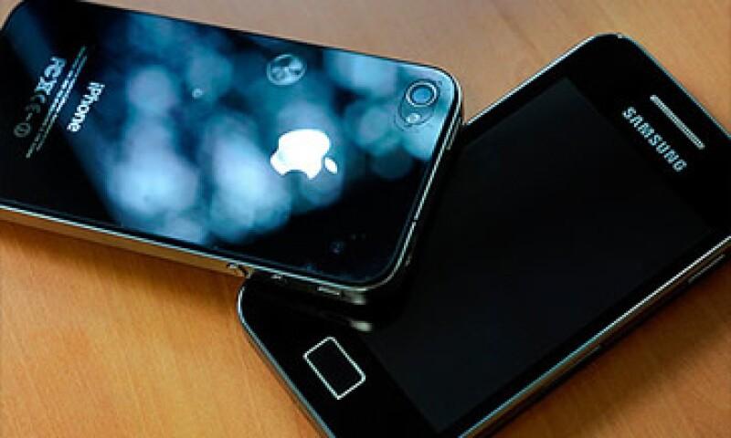 Si Samsung pierde el juicio puede llegar a pagar 2.5 mdd a Apple. (Foto: Cortesía CNNMoney)