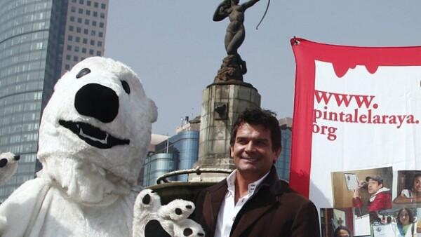 Sobre la avenida Paseo de la Reforma, frente a la glorieta de la Diana Cazadora, los actores, junto a activistas de Greenpeace, invitaron a transeúntes y ciclistas a reflexionar sobre el planeta.