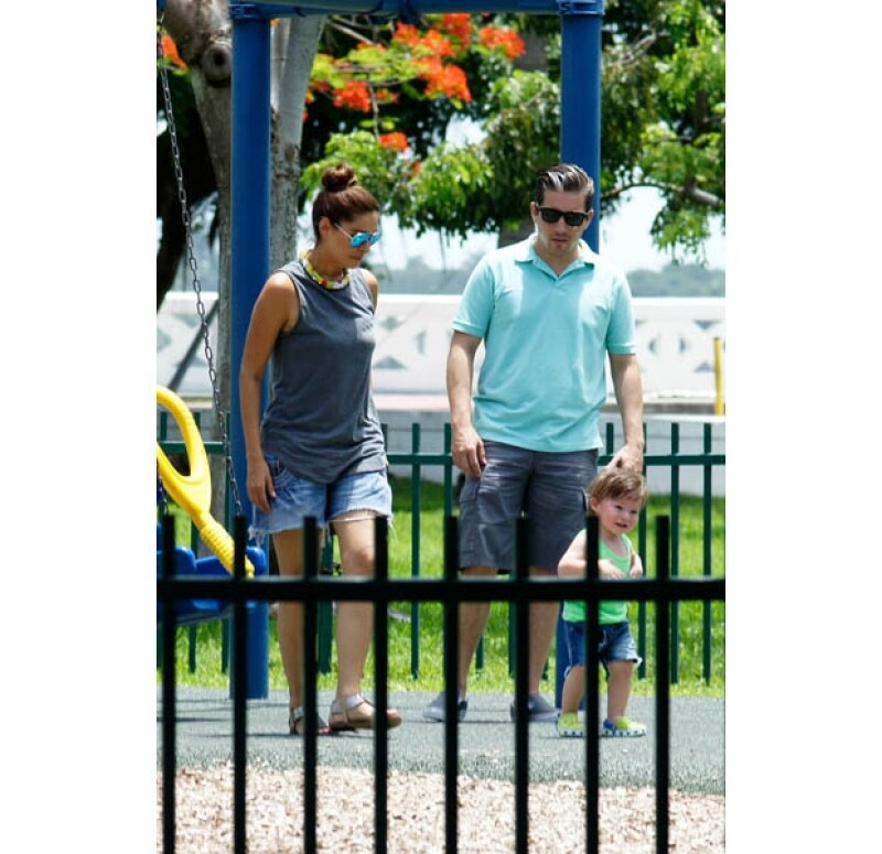 La pareja llevó a su hijo a un parque de Miami.