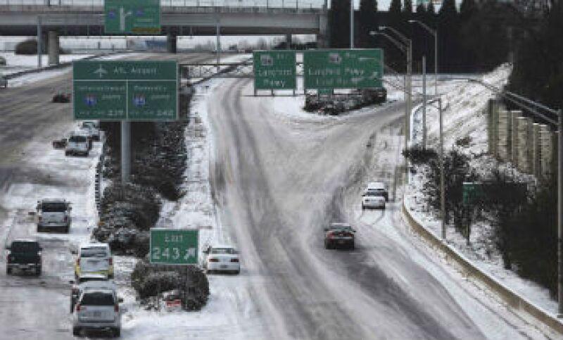 Las nevadas en Estados Unidos han paralizado vuelos y vías terrestres en algunas ciudades como Atlanta.(Foto: Getty Images)