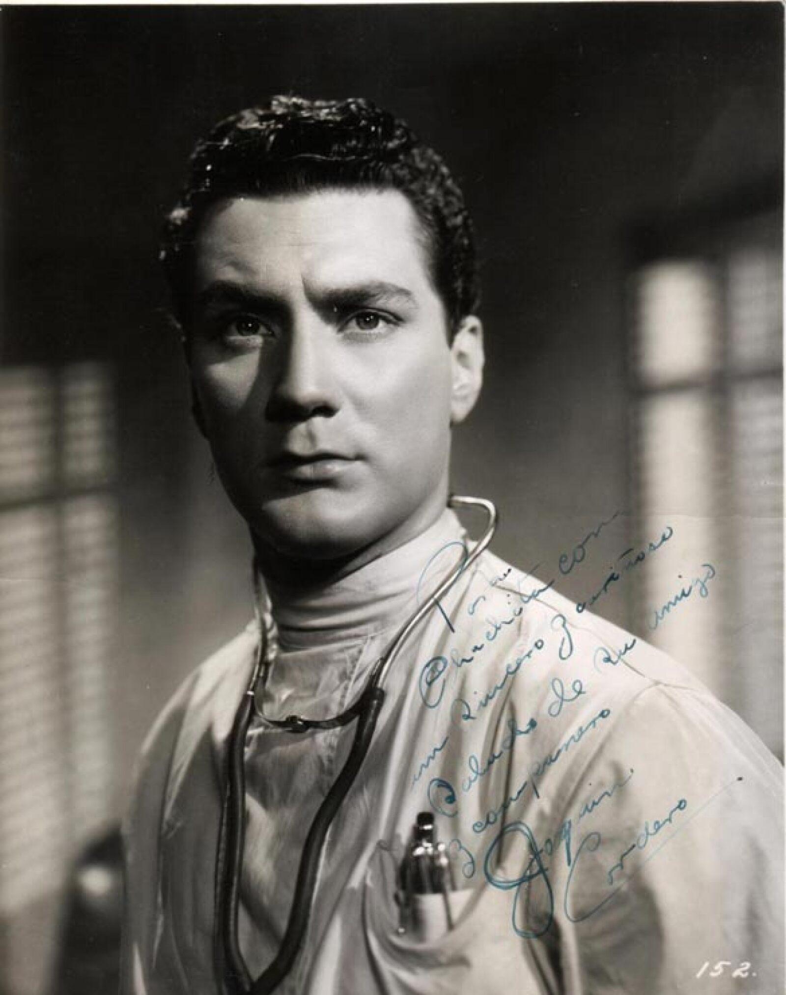 Trabajó en radionovelas e incursionó en el canto, incluso llegó a grabar dos discos; además fue pionero de los teleteatros junto con Manolo Fábregas y Fernando Soler.