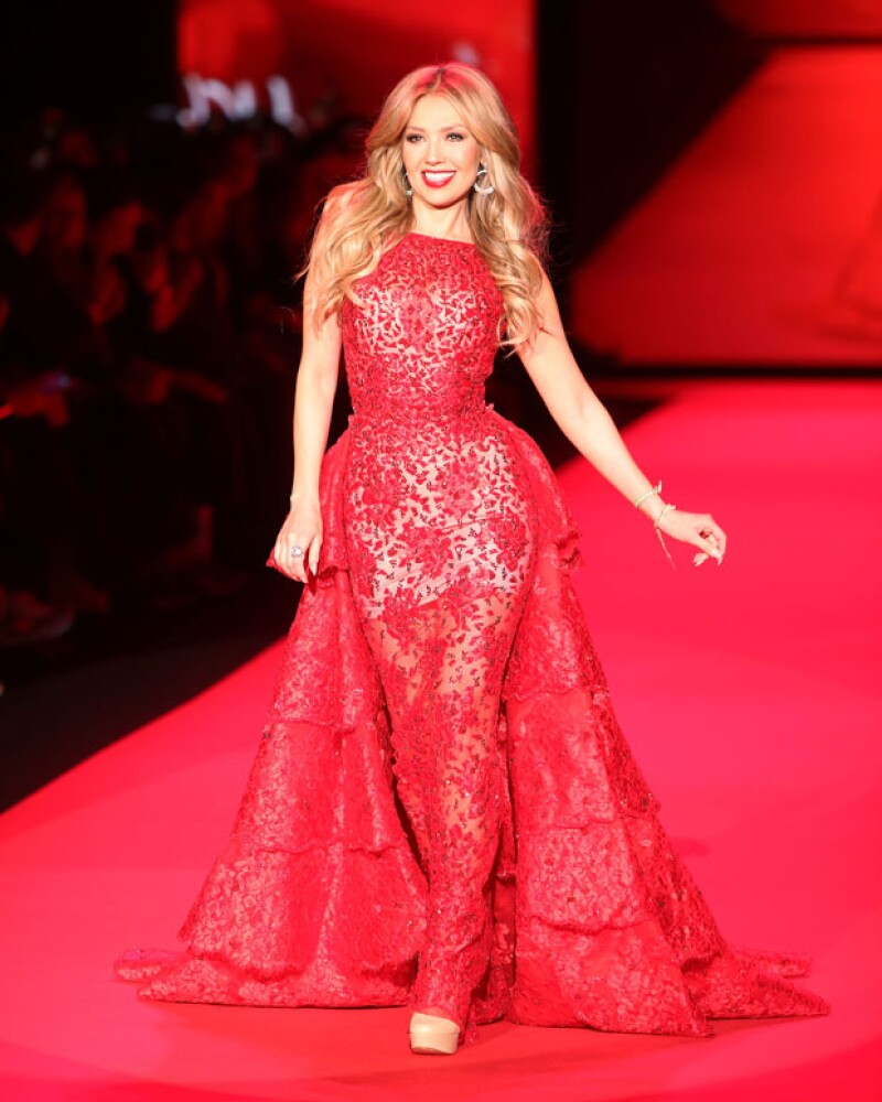 La cantante fue invitada a subir al runway de la pasarela &#39Go Red for Women Red Dress Collection&#39 por una buena causa junto con otras celebridades, en la semana de la moda de la ciudad.