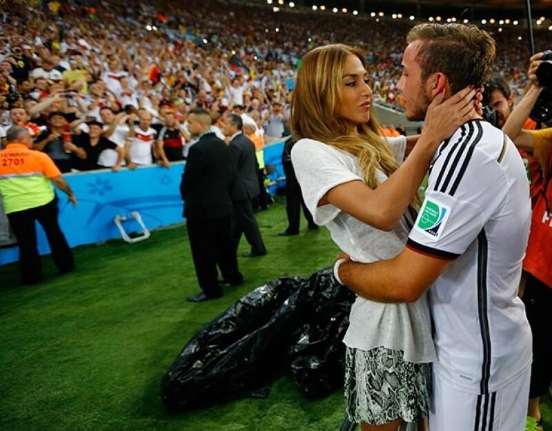 Las guapas novias de los jugadores de Alemania robaron protagonismo a los campeones mundiales, quienes alzaron la Copa tras vencer 1-0 a Argentina.