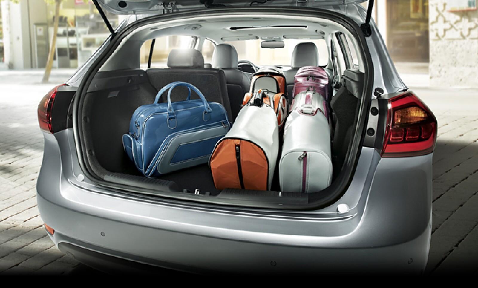 Su cajueja brinda espacios suficiente para equipaje y lo que desees llevar en tus recorridos.