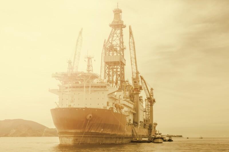 embarcación exploracion petroleo crudo